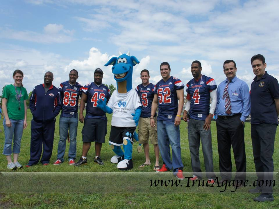 Had the city's football team and a mascot come out to the race.