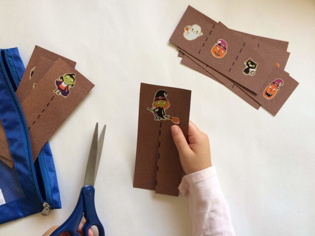 Halloween Toddler Busy Bags are a great way to keep them entertained and learning on the go. Check out these five easy to make busy bags.